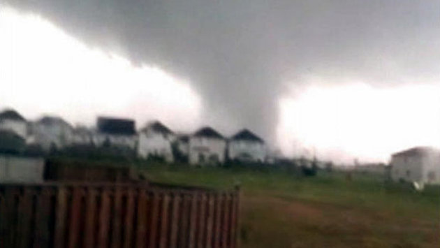 Tornado rips off roofs in Canada's Ontario