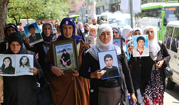 Mothers march against PKK in Turkey's Diyarbakir