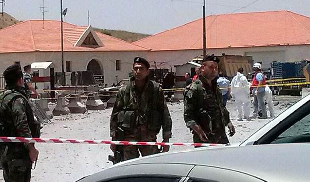 Two Lebanese soldiers killed in clashes near Syrian border