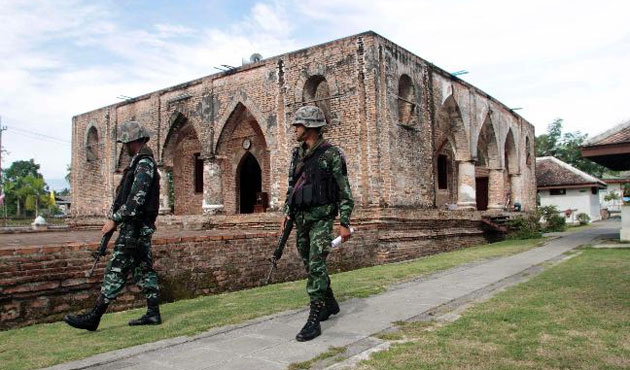 Thailand arms non-Muslim villagers in Patani -UPDATED