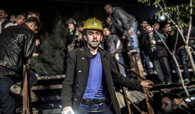 Turkish miners return to work after Soma disaster