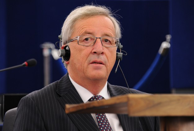 EU's Juncker wins approval with 'grand coalition' programme