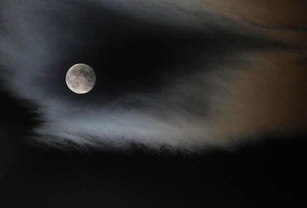 Small Filipino community in fear of 'werewolves'