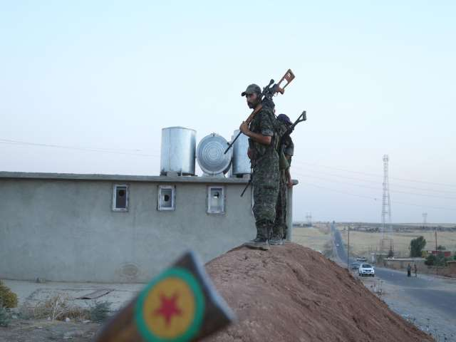 Peshmerga train Syrian Kurd fighters in northern Iraq