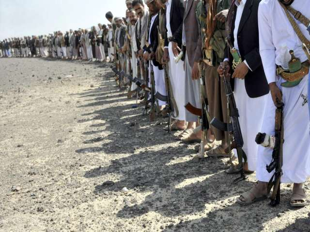 Yemeni riot police force Houthi protesters off airport road