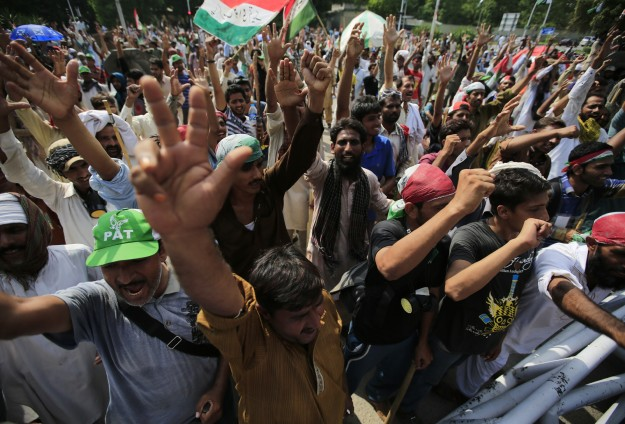 Pakistani opposition keeps up pressure on PM to resign