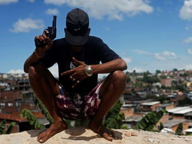 El Salvador gangs agree not to attack police and military