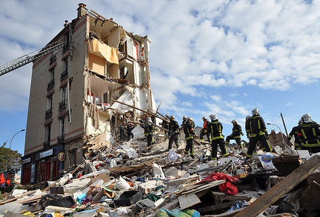 Six people died in Paris building collapse