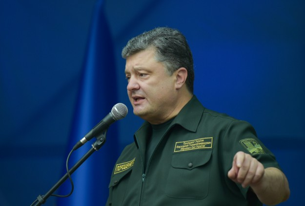 Poroshenko proposes new defence minister as election nears
