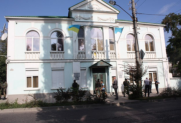 Russians evict Crimean Tatars from parliament building