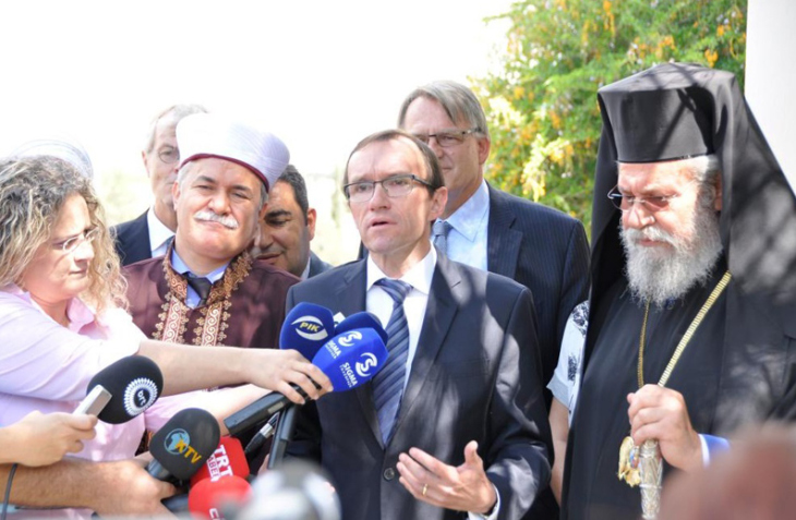 Cyprus religious leaders discuss peace with UN envoy