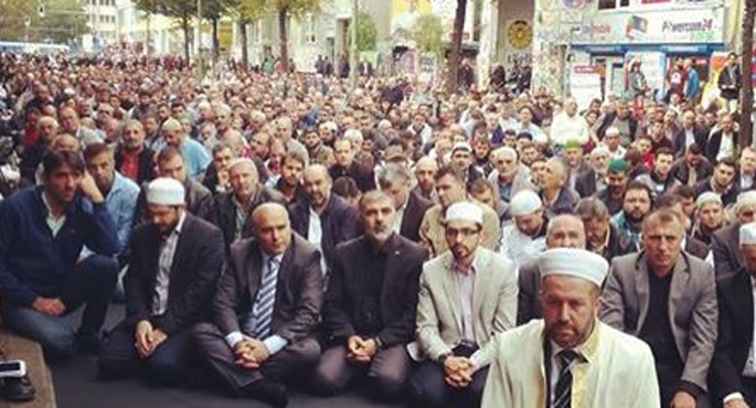Thousands of German Muslims protest against terrorism