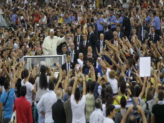 Francis makes first papal trip to Albania in 21 years