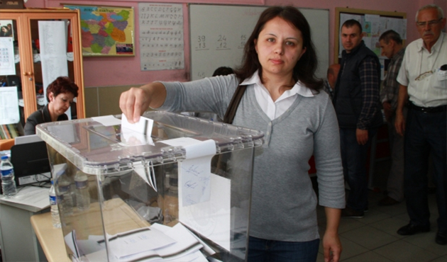 Voting starts in Bulgaria's snap election