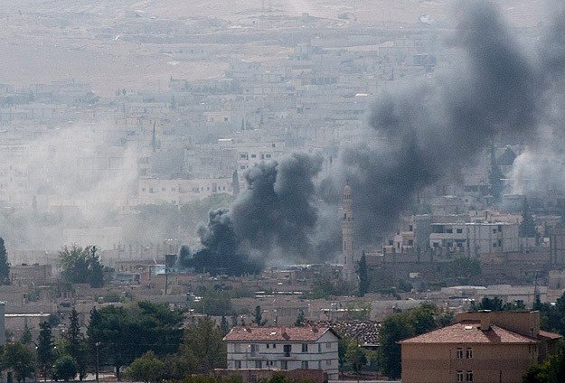Kurds urge more air strikes in Kobani; monitor warns of defeat