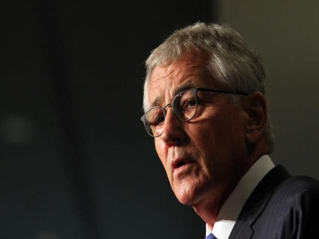 Iraq presses U.S. for more strikes, arms as Hagel visits