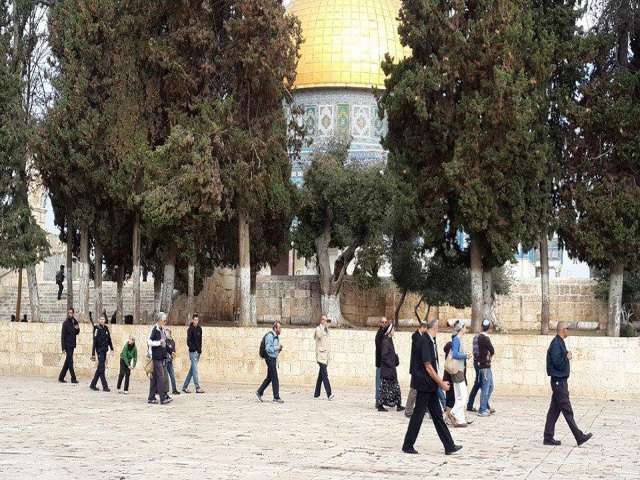 Jewish settlers storm Al-Aqsa compound in Jerusalem