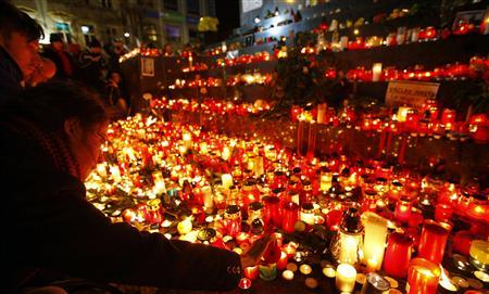 Czechs mark Velvet Revolution anniversary with red cards and candles