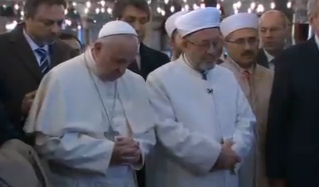 Pope Francis prays in Istanbul's Blue Mosque -UPDATED