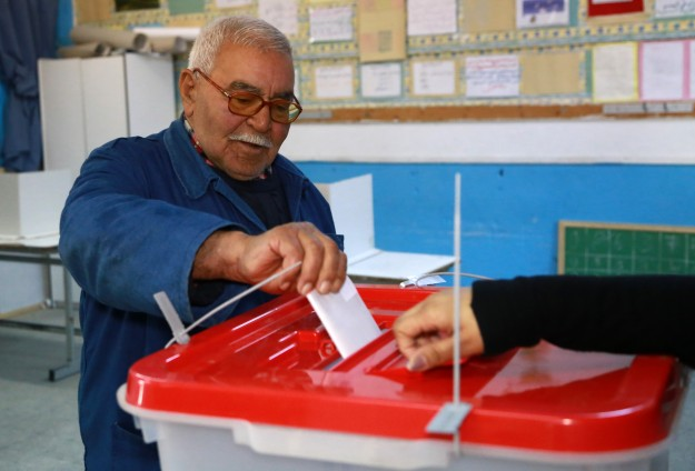 Tunisian polls open for historic presidential run-off