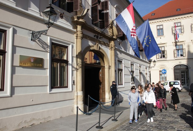 Croatia: Presidential candidate Sincic, 25, detained