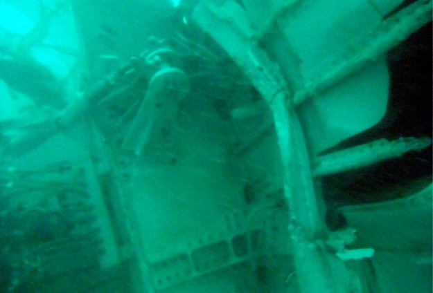 Attempt to lift AirAsia fuselage from sea again aborted