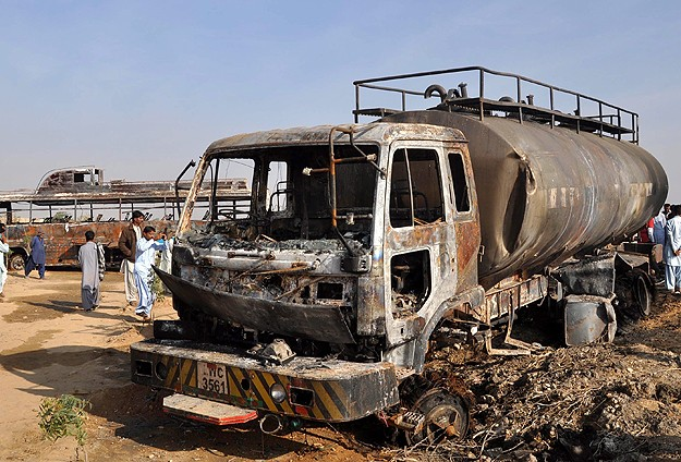 59 killed when oil tanker and bus collide in Pakistan
