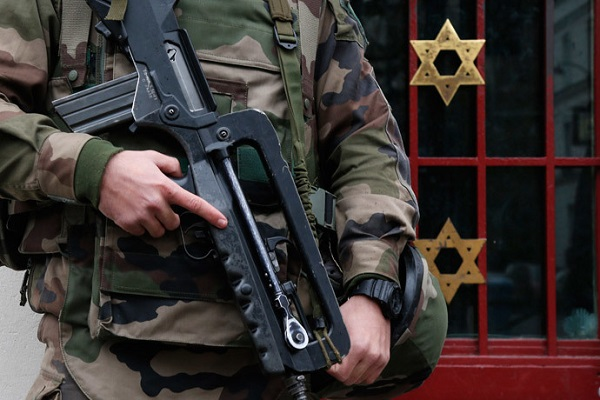 Leading rabbi urges EU to let Jews carry guns