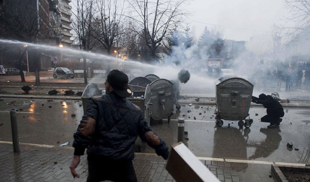 Kosovo: Police use tear gas to disperse thousands in capital