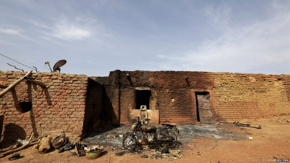 Mali armed groups clash near Timbuktu