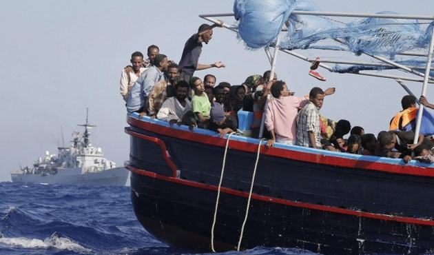 Italy rescues almost 1,000 migrants at sea