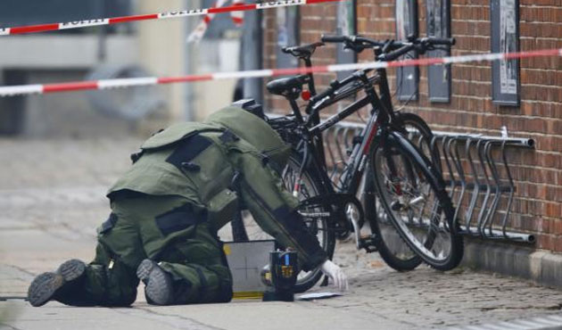 Suspect package at Copenhagen shooting cafe