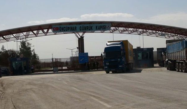 Turkey shuts border crossings with Syria