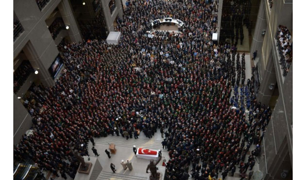Emotional ceremony for slain prosecutor in Istanbul