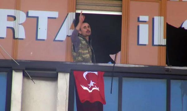 Two armed people enter Turkish party office in Istanbul
