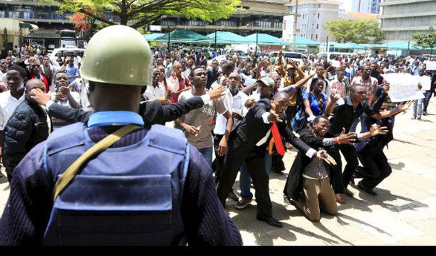 Kenyans flee Nairobi in fear of poll violence
