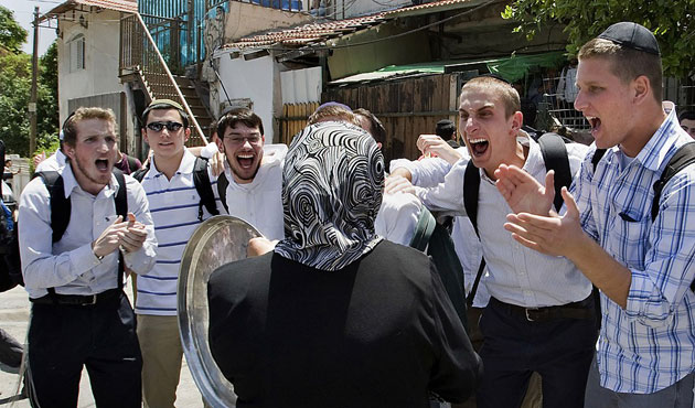 Typical Jewish settlers: hit Palestinians and then flee