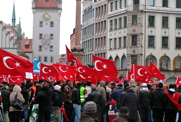 Turkish community protests German parliament's motion