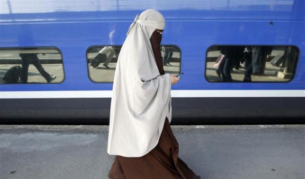 UK's far-right party focuses on burqa ban in campaign