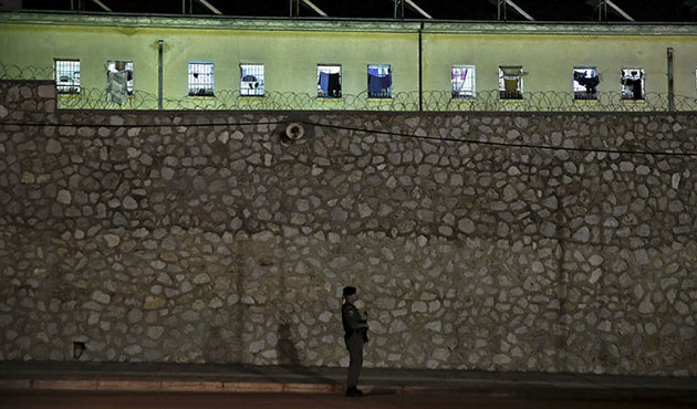 Turkey seeks return of 8 coup-tied soldiers from Greece