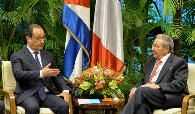 French President urges U.S to end embargo of Cuba