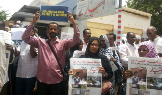 Sudanese journalists protest newspaper seizures