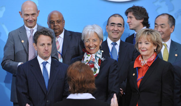 G7 discusses growth risks, urges deal on Greece