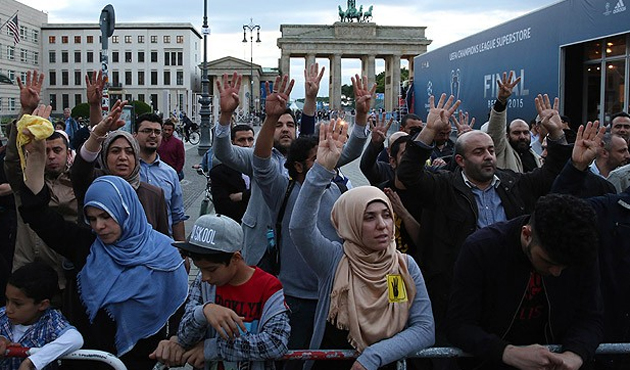 Sisi was met by protests in Germany