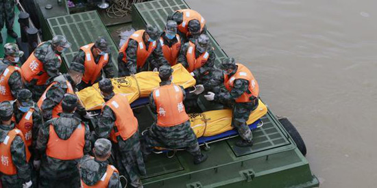 Relatives in China ship disaster attacked by police