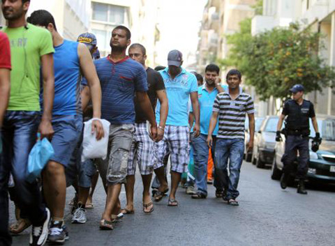 Migrants increase sixfold in cash-strapped Greece