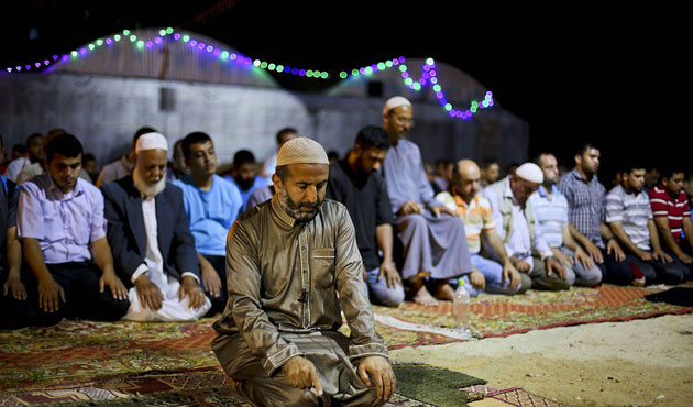 Scientists Say the Islamic Prayer is Good for Your Back