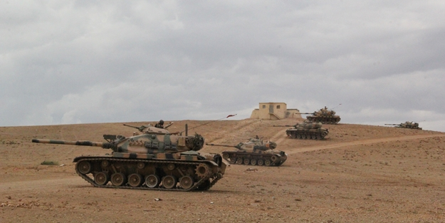 Turkish army steps up security on Syrian border