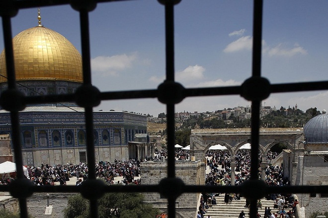 Hundreds protest Trump decision in Jerusalem's Aqsa