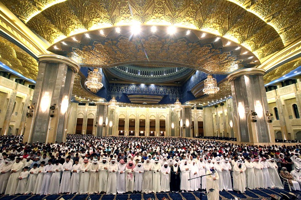 Kuwaiti Sunnis, Shias unite for Friday prayer